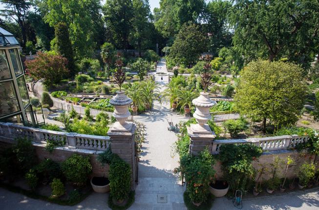 Collegamento a Springtime at the Botanical Garden and Villa Parco Bolasco