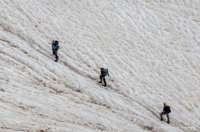 Collegamento a Sul ghiacciaio a piedi per firmare la Carta dell'Adamello in difesa del clima