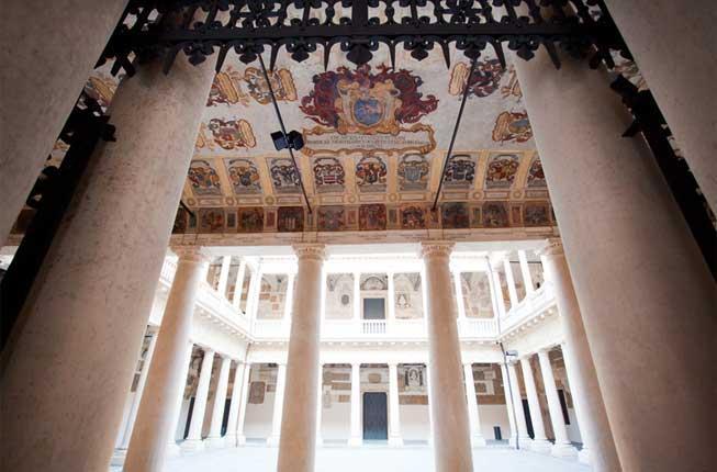 Collegamento a Spazi parlanti: tour en plen air tra '200 e '600 a Palazzo Bo