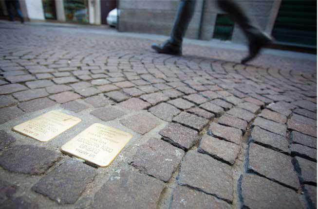 Collegamento a Vittime della ShoahL'Ateneo le ricorda con le pietre d'inciampo
