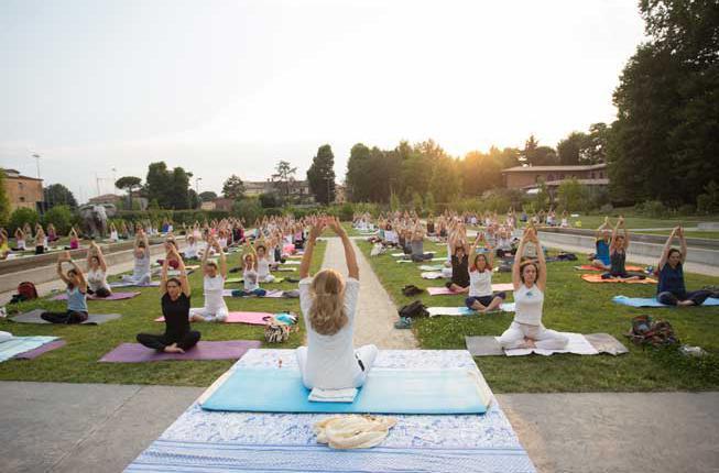 Collegamento a All'Orto botanico per celebrare la giornata internazionale dello yoga