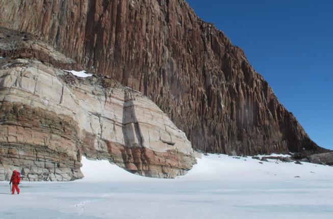 Collegamento a Antartide: viaggio alla scoperta delle sue montagne