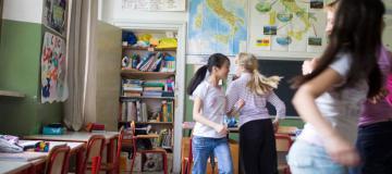 ragazzini a scuola