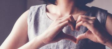 mani a cuore